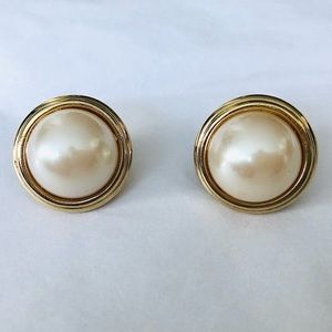 Vintage Gold-tone Earrings with Faux Pearl